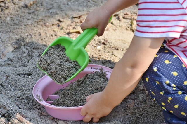 Sand till lekplatsen